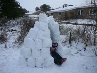 sneeuwhut op eigen erf